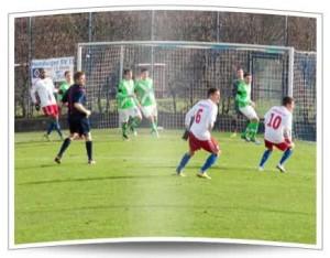 Ein Bild mit Seltenheitswert: Die HSV U23 vor dem Wolfsburger Tor