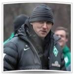 Viktor Skripnik beobachtet seine Jungs