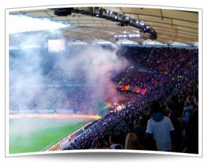 Zumindest die Kölner Fans brachten zu Beginn ein wenig Farbe in die Partie