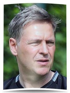 Trainer Dirk Kunert mit skeptischem Blick. Es gibt noch viel zu tun.